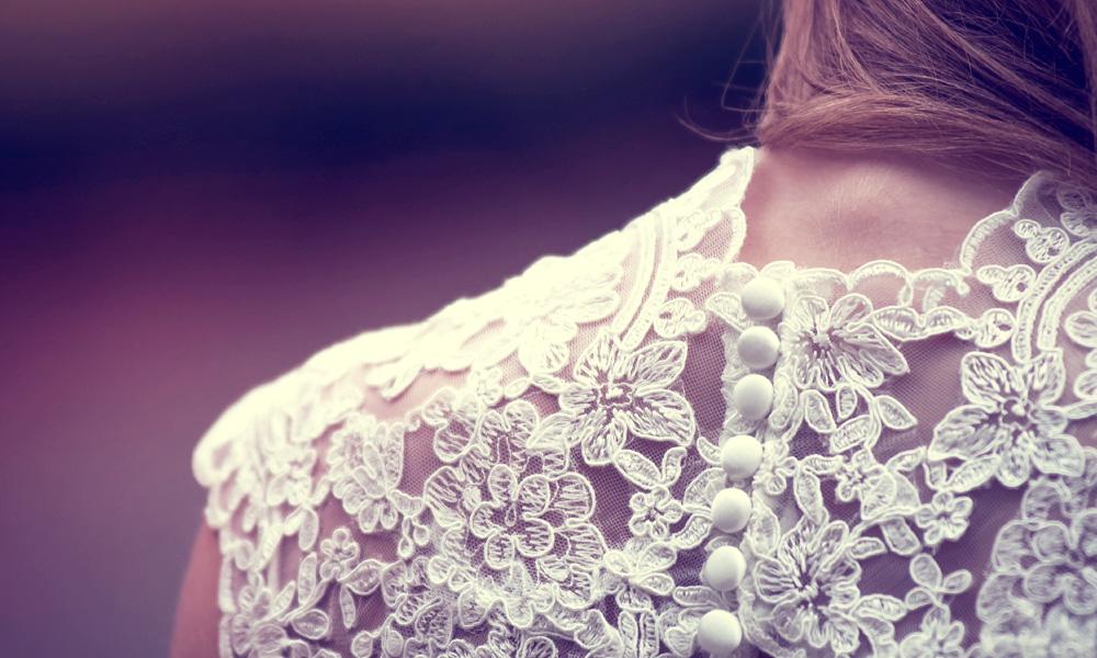 The 10 Prettiest Celebrity <em>Dresses</em> & <em>Outfits</em>